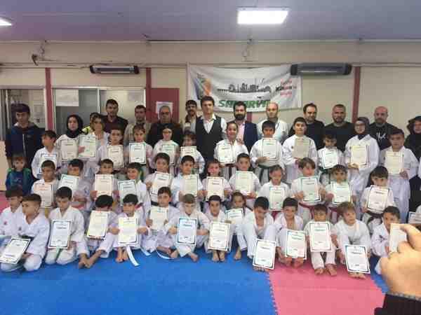 Geyve'de Karateciler Kuşaklandı