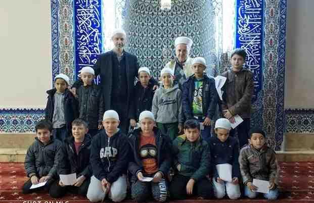 Cami Cemaati Miniklere Ödülleri Verildi.