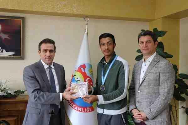 Karate Şampiyonuna Ödül..