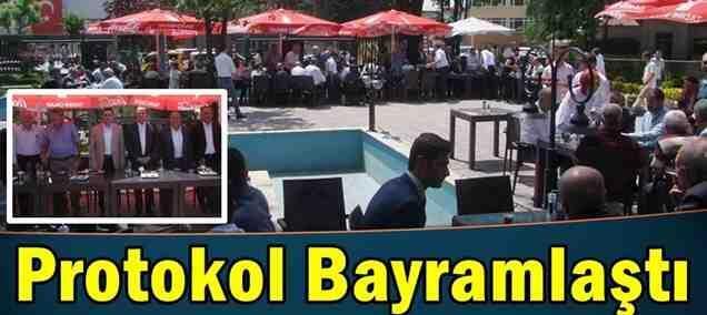 Protokol Vatandaşlarla Bayramlaştı…