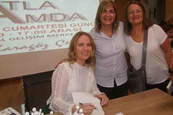 Reyhan Karagöz Çetin Kitaplarını İmzaladı