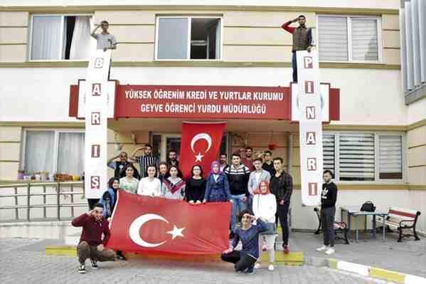 Geyve KYK'lı Öğrencilerden Mehmetçiğe Destek