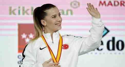 Dünya Şampiyonu Karatecimiz Serap Özçelik TRTSpor'a KOnuk Oldu
